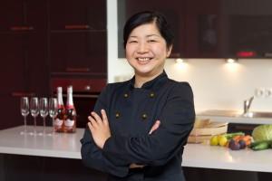 Yoko in der Kochjacke